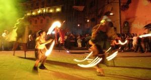 Feste-Medioevali-Brisighella-giocolieri-fuoco